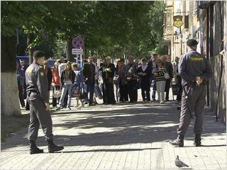 В Брянске полиция эвакуировала медиков и пациентов поликлиники из-за угрозы взрыва
