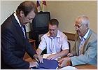 Кандидаты в губернаторы от «Яблока» и КПРФ первыми сдали подписи в брянский избирком