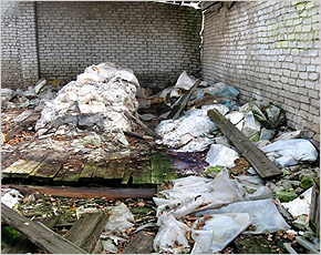 В Рогнединском районе обнаружена свалка пестицидов с многотысячекратным превышением ПДК в почве