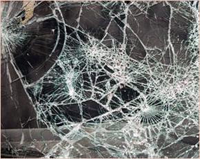 В Брянске маршрутка врезалась в электроопору: два человека погибли