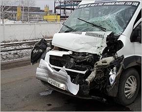 На проспекте Ст. Димитрова произошло ДТП с участием микроавтобуса, есть пострадавшие