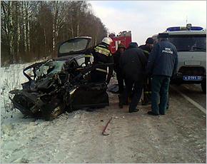 В Выгоничском районе иномарка врезалась в грузовик, есть погибшие