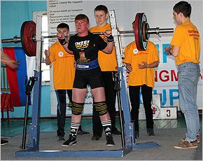 Юлия Заложкова и Виталий Возьный — абсолютные чемпионы области по пауэрлифтингу