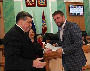 Виталию Минакову торжественно вручён диплом о втором  высшем образовании