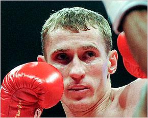 Трояновский победил Куэнку техническим нокаутом в седьмом раунде