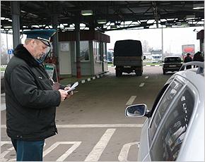 За несвоевременный вывоз Брянская таможня конфисковала 8 автомашин с иностранными номерами