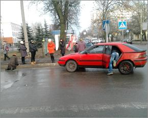 В Брянске в районе 1-ой гимназии покалечена пожилая женщина