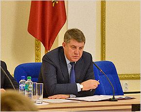 Александр Богомаз приказал главам районов увеличить надои
