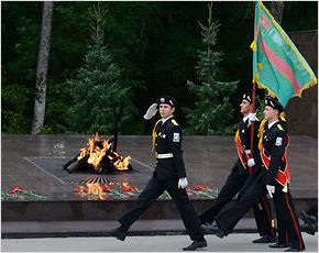 Александр Богомаз приказал обеспечить газом все Вечные огни