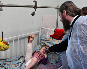 В Рождество подопечных фонда «Ванечка» в онкоцентре навестил владыка Александр
