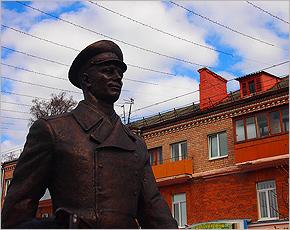 Памятник Гагарину в Брянске будет арестован за долги?