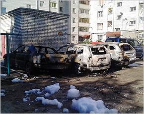 В Бежицком районе ночью сгорело три машины (ВИДЕО)