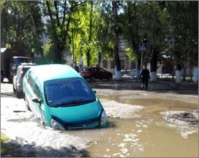 В центре Бежицкого района провалился Citroen (ФОТО)