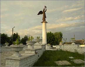 Новозыбковские власти вызовут новую экспертизу к «Доброму ангелу мира»