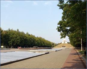 На Кургане Бессмертия в Брянске обновлены газоны и освещение