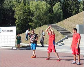 Молодёжный совет «Ростелекома» устроил для горожан зарядку с чемпионом