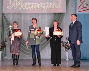 Лидер брянских единороссов поздравил с Днём матери выгоничских и карачевских женщин