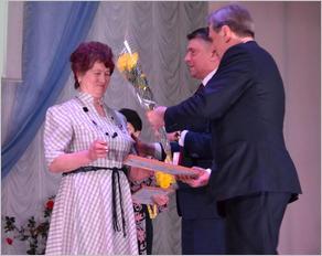 Лидер брянских единороссов поздравил женщин Карачевского района с Международным женским днём