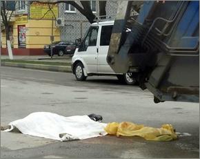 Очередное ДТП с мусоровозом в Брянске: на «зебре» раздавлен пешеход