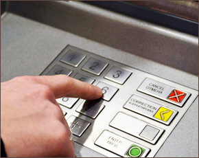 В Брянске вор украл с карты 100 тыс. рублей и вернул в почтовый ящик