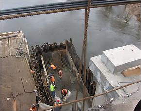 Строители Первомайского моста «вышли из воды» к 1 апреля