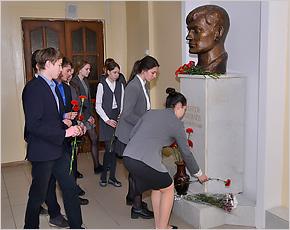 На брянской гимназии открыта мемориальная доска Герою России Сергею Василёву
