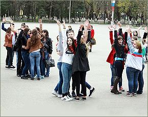 «Весенняя неделя добра» устроила часовые танцы на площади у ДК БМЗ