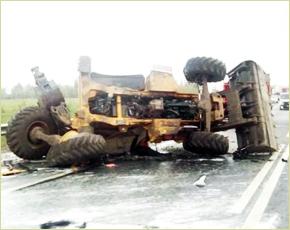 В Выгоничском районе столкнулись фура и трактор: есть пострадавшие (ФОТО)