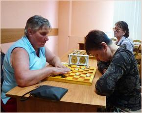 Брянские инвалиды сразились на турнире по русским шашкам