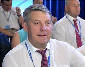 Своих продвигаем: брянского губернатора-феномена просят забрать из региона на повышение куда угодно