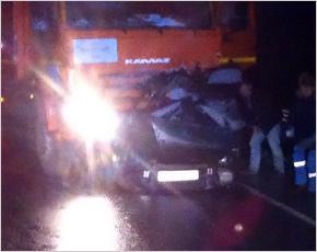 Под Выгоничами легковой автомобиль угодил под КамАЗ: есть погибшие