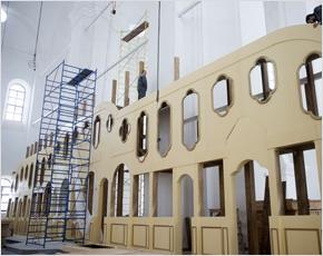 В Успенском соборе Свенского монастыря началась установка семиярусного иконостаса