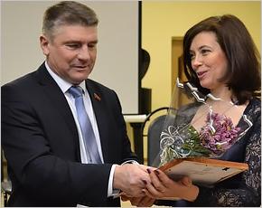 Брянские единороссы поздравили Карачевскую школу искусств с 55-летием