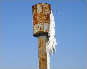 Власти Новозыбковского района три дня «не замечали» разорванную водонапорную башню в Новом Месте