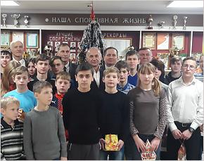 Владимир Жутенков помог детдому мебелью и квартирой матери-одиночке