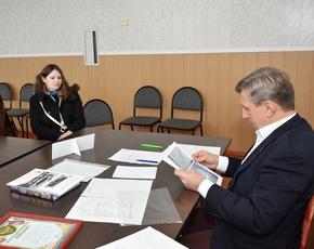 Приём Виктора Гринкевича в Карачеве: новая школьная мебель и книга о карачевских боксёрах