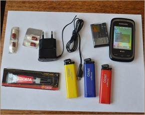 В две брянские «зоны» пытались перебросить 8 мобильников и «заряженный» салат