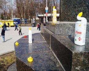 Первый акт «утиной революции» в Брянске: одиночный пикет на площади Ленина, хоровод на площади Ульянова  (ФОТО)