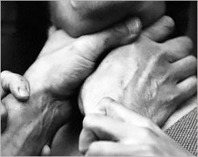Пьяная ссора в Выгоничах завершилась удушением голыми руками