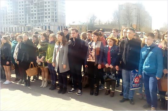 В Брянске прошла акция памяти погибших при взрыве в петербургском метро