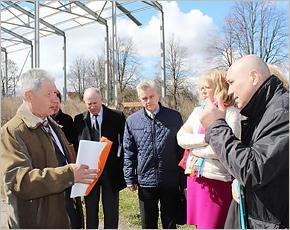 В Комаричах областные власти обещали достроить ФОК и реконструировать стадион