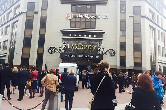 Бесхозный пакет стал причиной эвакуации ТЦ «Галерея» в центре Брянска