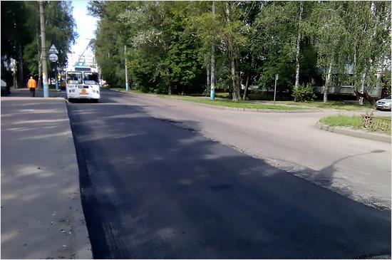 Брянские дорожники внезапно отремонтировали улицу Горбатова