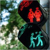 Все чиновники одинаковы: к гей-параду в Мадриде готовятся так же, как к Дню города в Брянске