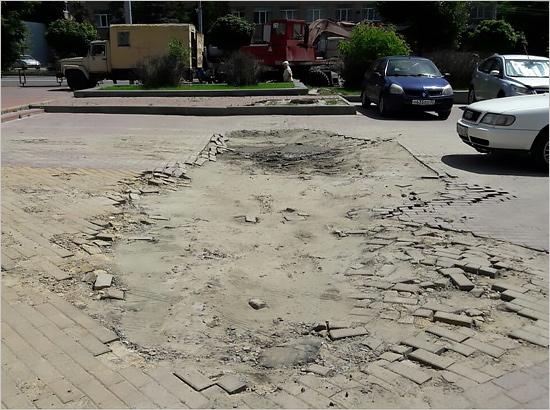 Воронки от «коммунальных бомб»: старые не заделаны, новые появились (ФОТО)
