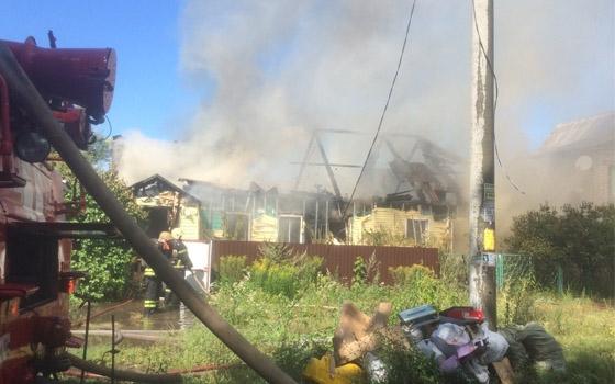В Бежице пожарные больше часа тушили частный дом на Харьковской