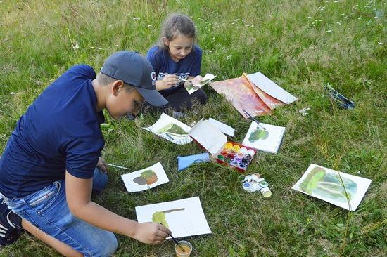В «Брянском лесу» для детей-художников из Брянска устроили заповедный пленэр