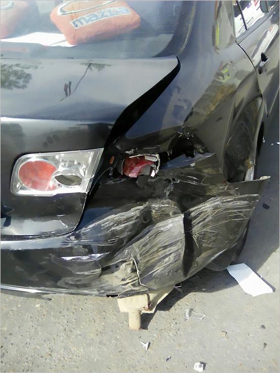 На Флотской столкнулись Mazda и Renault Clio (ФОТО)