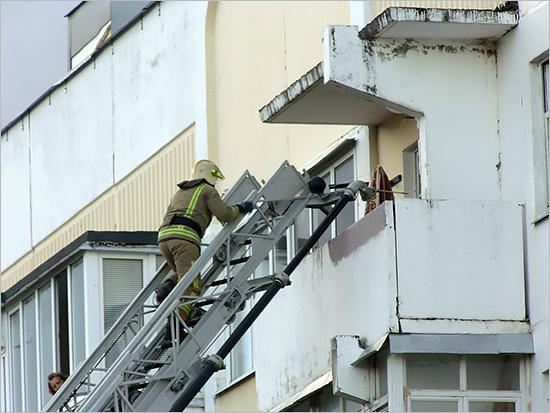 В Брянске выпал из окна и насмерть разбился пятилетний мальчик - очевидцы