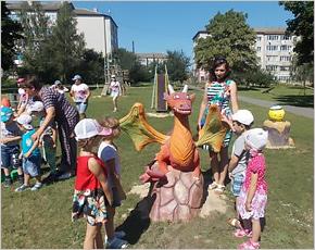 В климовском парке появились Дракончик, Колобок и Мухомор